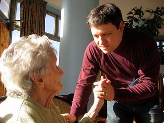 Drama de pacientes que piden a EPS acceso a cuidadores en su vivienda