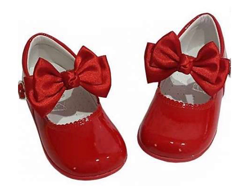 Classic Mary Janes with detatchable bows