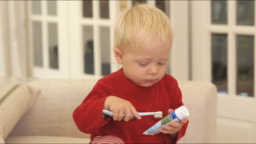 Le brossage des dents d'un bébé