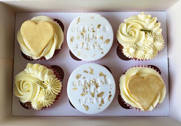 hen cupcakes.JPG