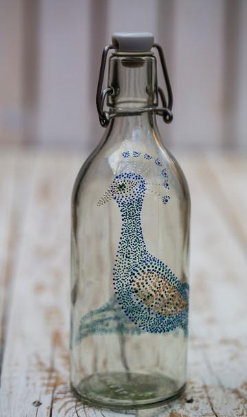 צילום מוצרים בקבוק זכוכית טווס.jpg