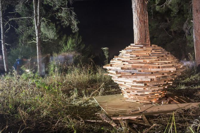 אומנות בלילה חתיכות עץ.jpg