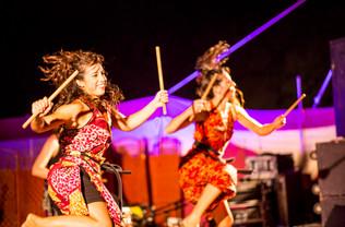 רקדניות מתופפות קלוזאפ