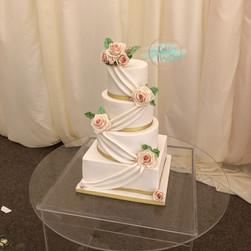 4 tier elegent wedding cake