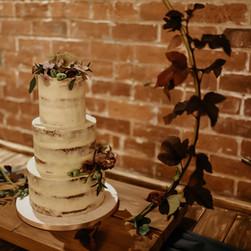 naked wedding cake.jpeg