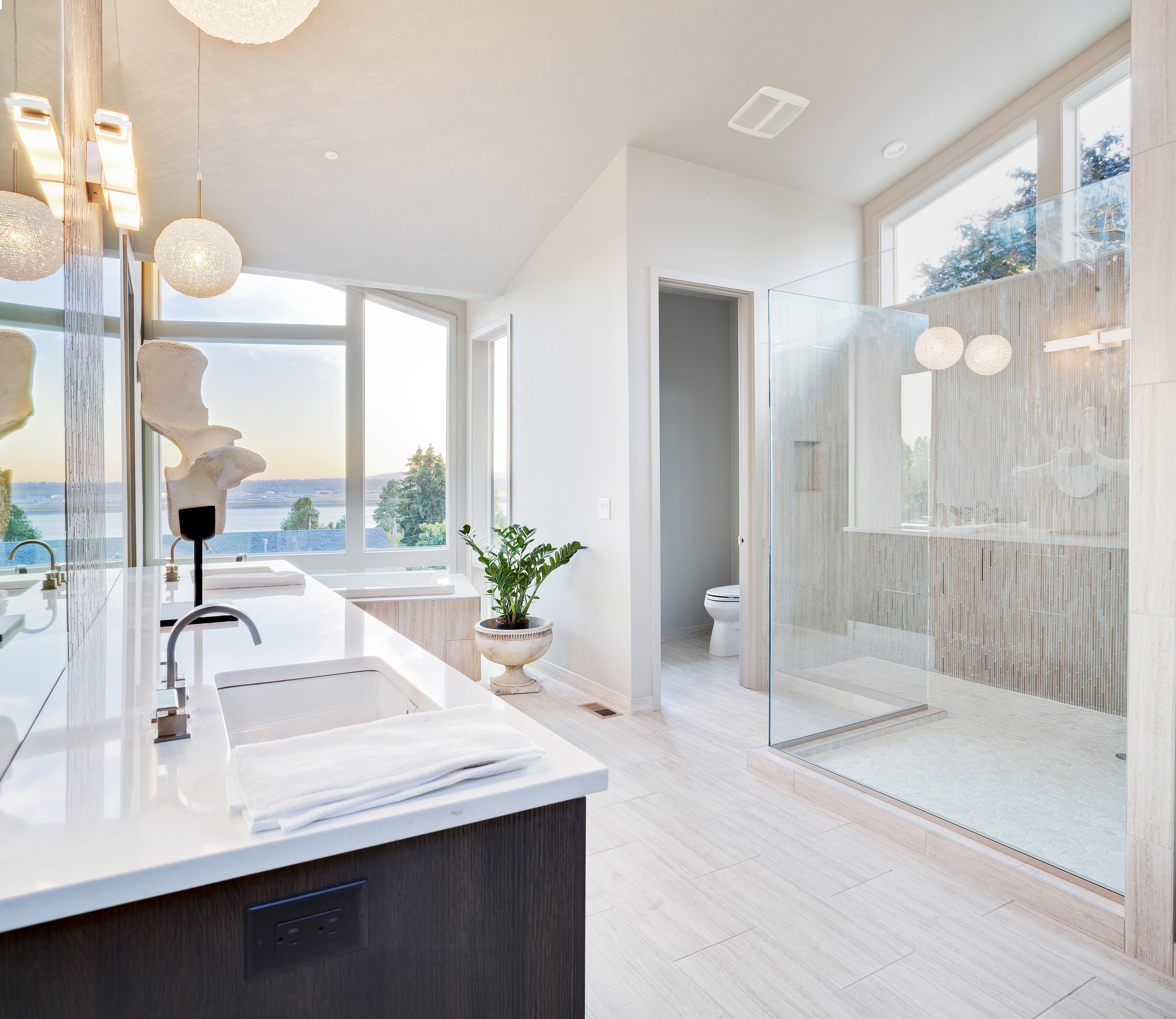 Beautiful Large Bathroom in Luxury Home.