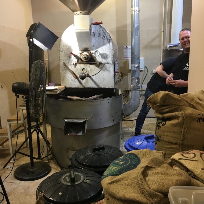Roasting coffee machine