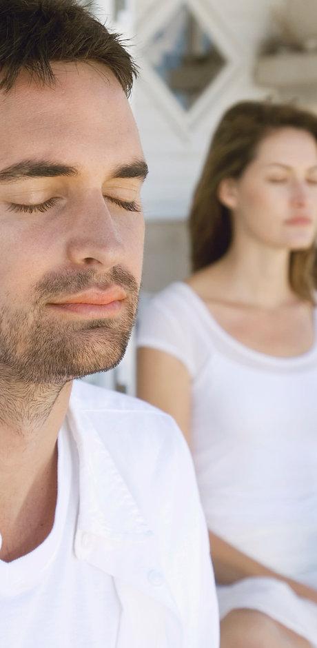 Coppia meditando