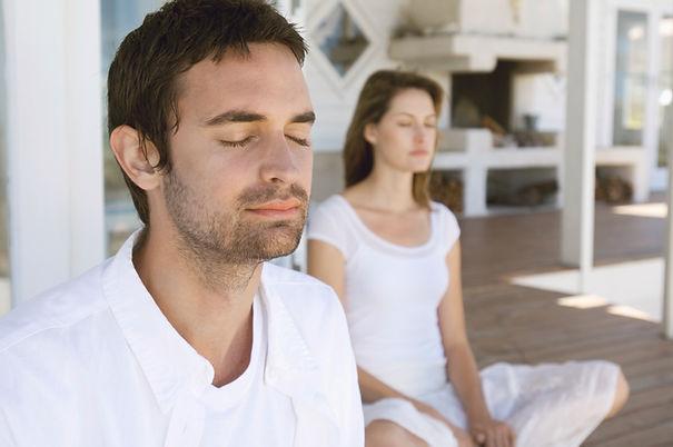 Couple méditant
