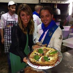 La pizza con tonno, avocado e perle di aceto balsamico non può che chiamarsi Melania! 🤗 #inviaggioc