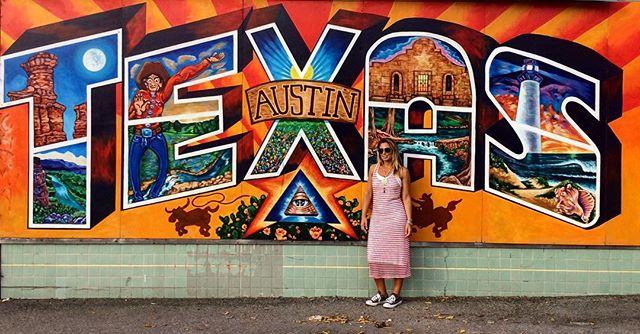Welcome to Austin! 😊 #inviaggioconapple #texas #america #usa #travelblogger #travel #traveling #viaje #viaggio #vsco #vscocam #mural #follow