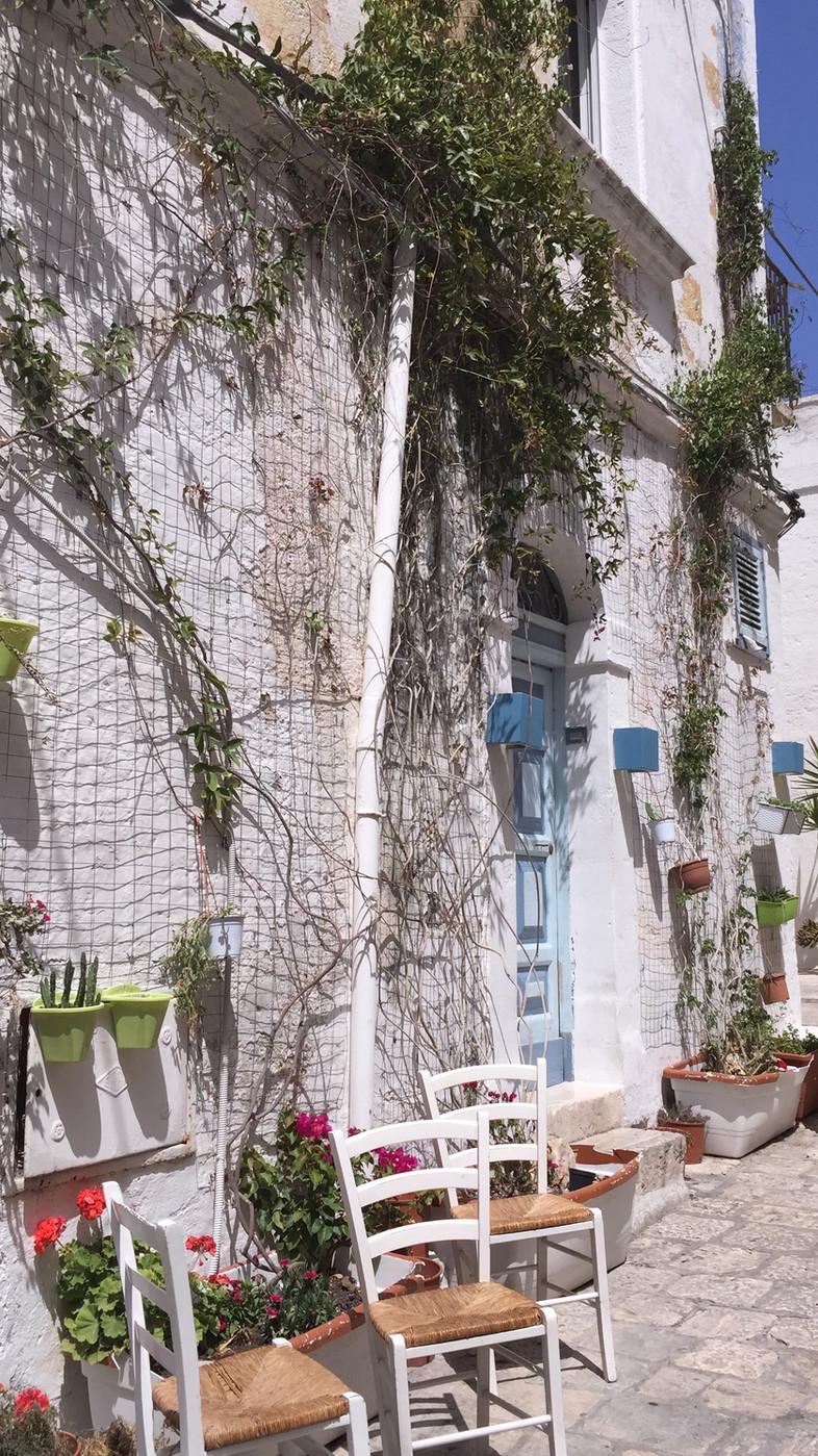 ITALIA. Puglia: Polignano a Mare tra case bianche, poesie e mare turchese