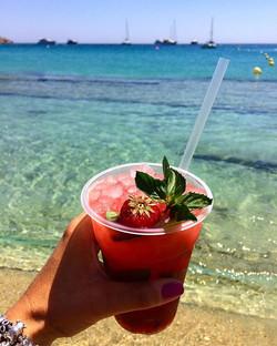 Sole, mare e una capiroska alla fragola! 🍓🍓🍓That's it! _#inviaggioconapple #instagood #vacation #