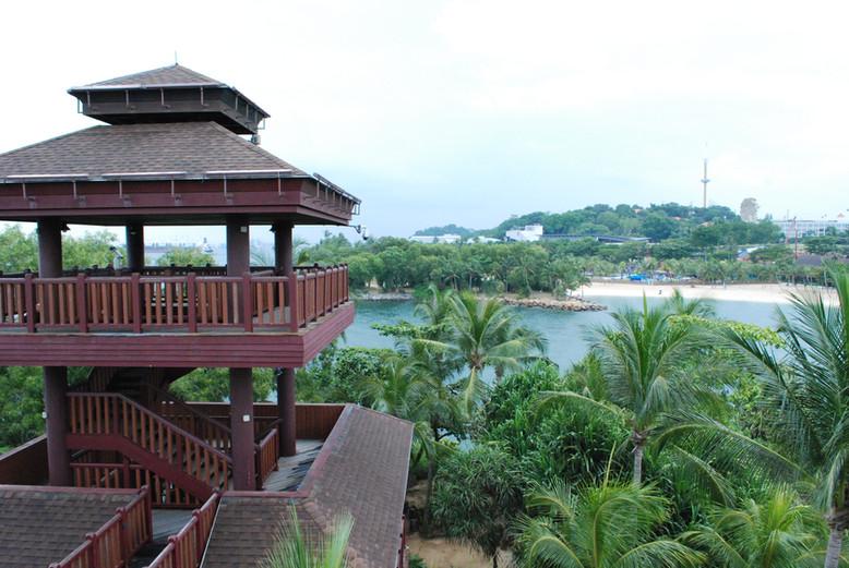 SINGAPORE. L'isola di Sentosa tra spiagge artificiali, resort di lusso e parchi divertimento