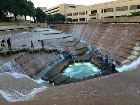 TEXAS. Water Gardens, i giardini d'acqua di Fort Worth