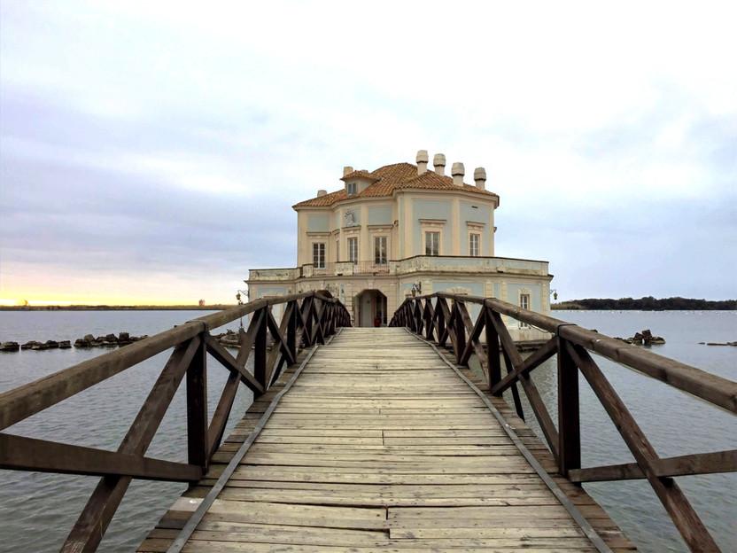 ITALIA. La Casina Vanvitelliana sul Lago Fusaro: un tesoro da scoprire a pochi chilometri da Napoli