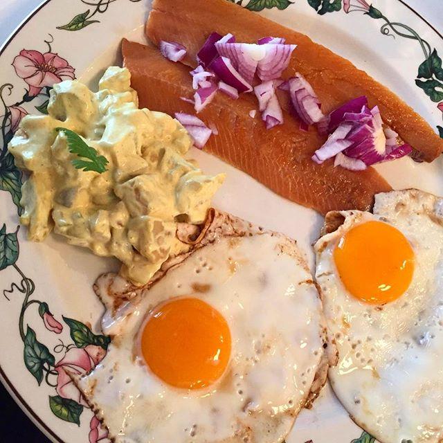 Specialità islandesi_ aringhe affumicate, uova e patate con salsa dei fiordi! _#inviaggioconapple #f