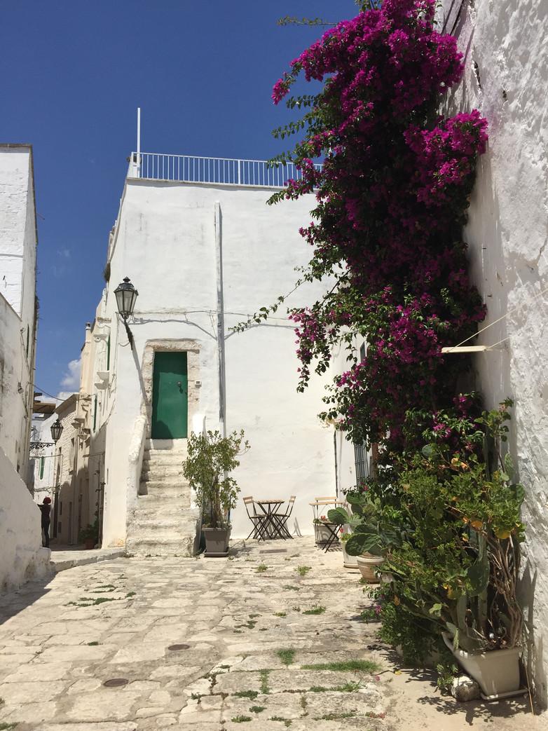 ITALIA. Puglia: Ostuni tra vicoli, mare e sapori locali. Le esperienze da non perdere in città