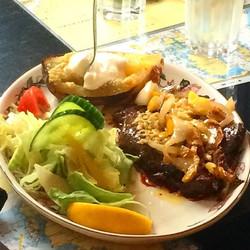 Un viaggio in Islanda è anche un'esperienza culinaria particolare. Questa è una bistecca di balena,