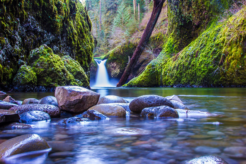 Punch Bowl Falls - Oregon