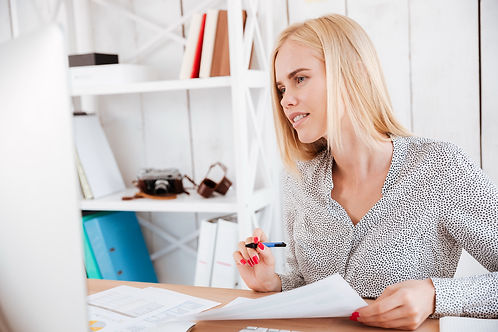 casual-young-businesswoman-making-notes-