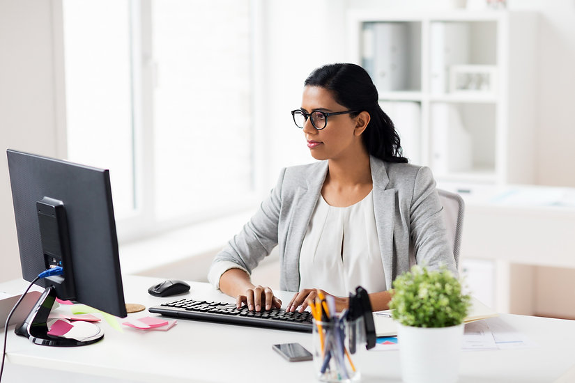 businesswoman-with-computer-working-at-o