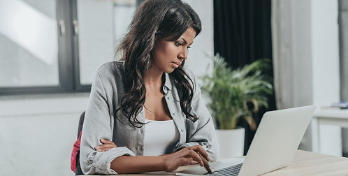 portrait-of-concentrated-businesswoman-t