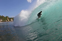 Surf in front of The Palms Ceningan Hotel, ceningan surf, ceningan island, nusa ceningan, nusa lembongan, surfing lembongan