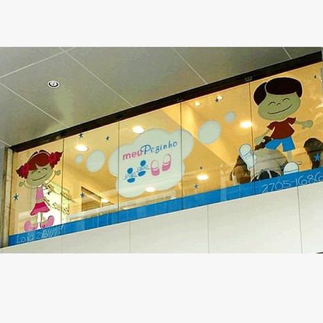 Design de adesivo para vitrine (Logo e i