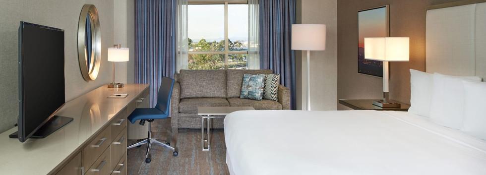 DoubleTree Irvine Spectrum Guestroom.jpe