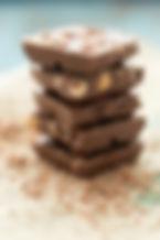 Des morceaux de chocolat aux noix