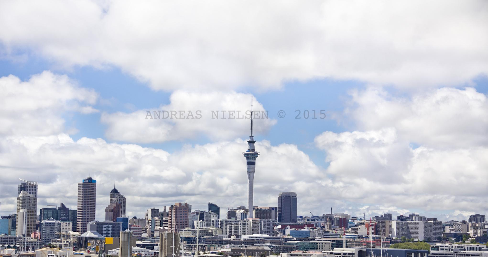 Auckland skyline med Skytower.