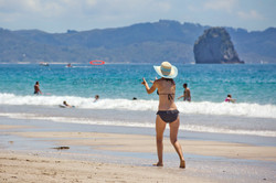 Frisbeespiller på Hahei Beach
