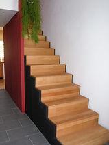 Holzplusform Bodenbelag und Treppen
