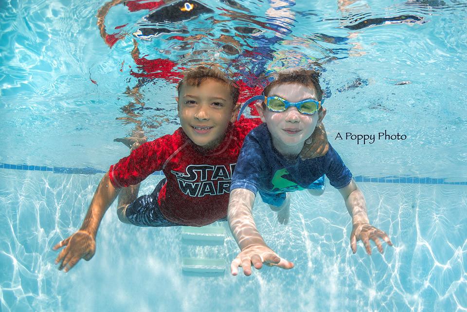 Underwater image of two friends swimming at Makai Swim School
