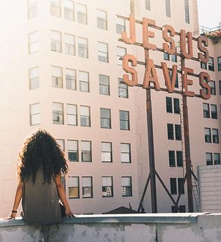 女孩在城市