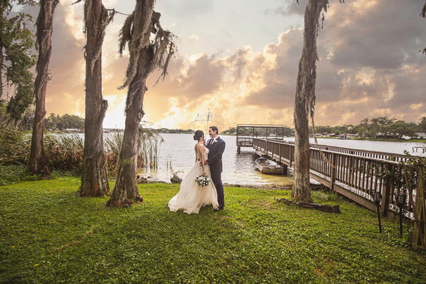Wedding at Knotted Roots on the Lake - w