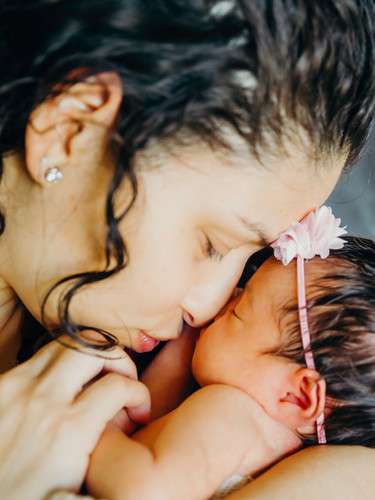 Newborn session at home Timeless photogr