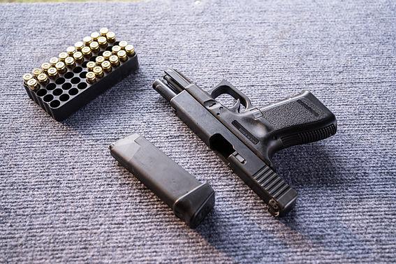Pistol with ammunition in a safe manner,