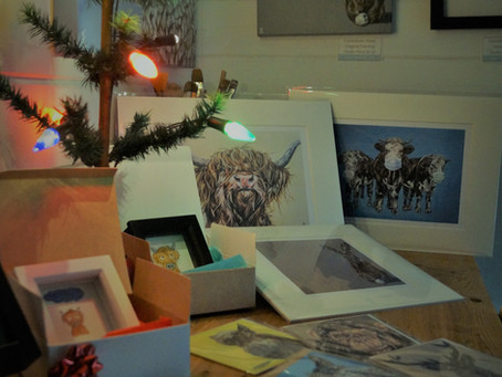 It's beginning to look a lot like Christmas in my studio ...