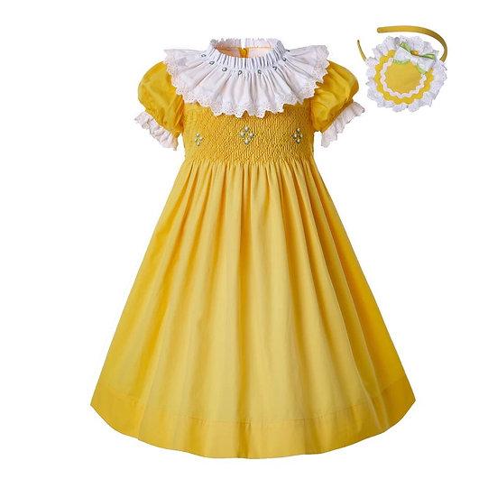 Платье желтое с кружевным белым воротником