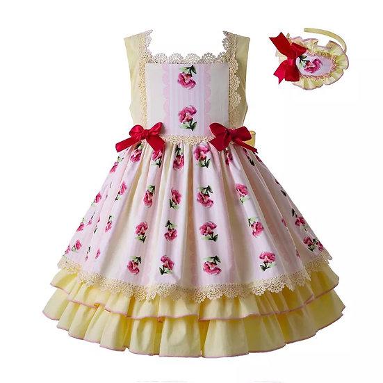 Платье желтое с кружевом и цветами