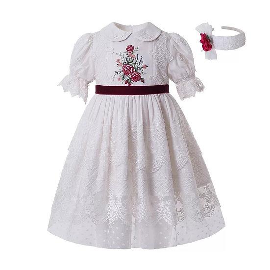 Платье белое с кружевом и вышивкой