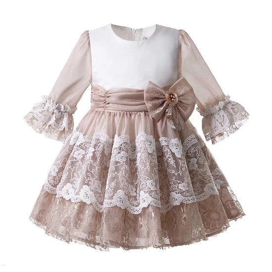 Платье белое с коричневым кружевом