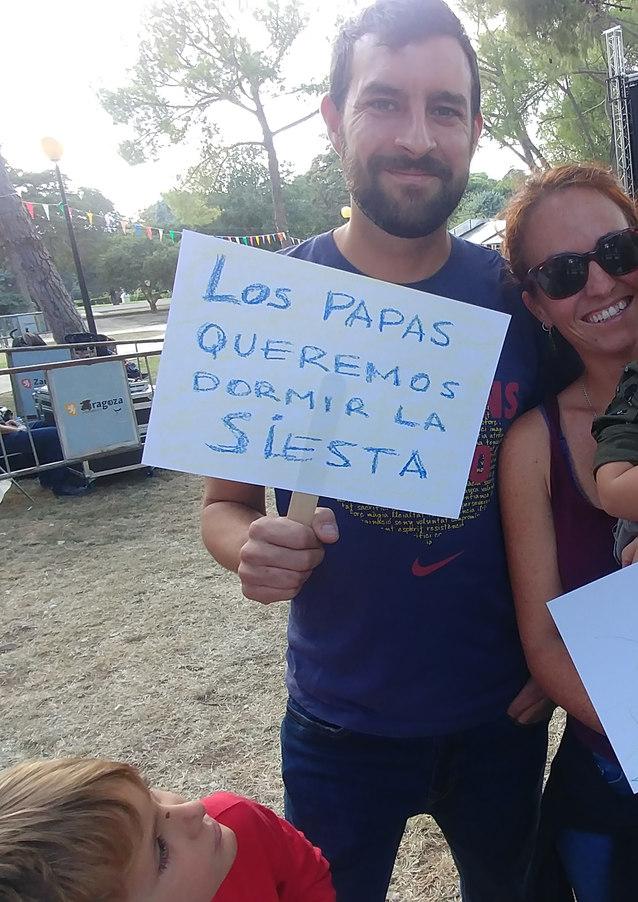LOS PAPÁS QUEREMOS DORMIR LA SIESTA