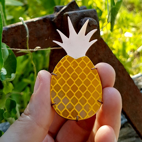 PINEAPPLE MAGNETIC BROOCH