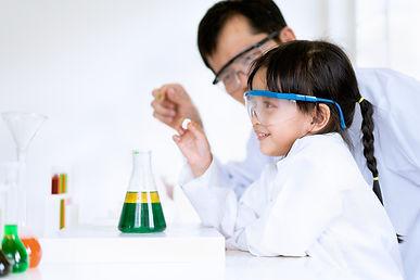 asian-little-girl-teacher-make-experimen
