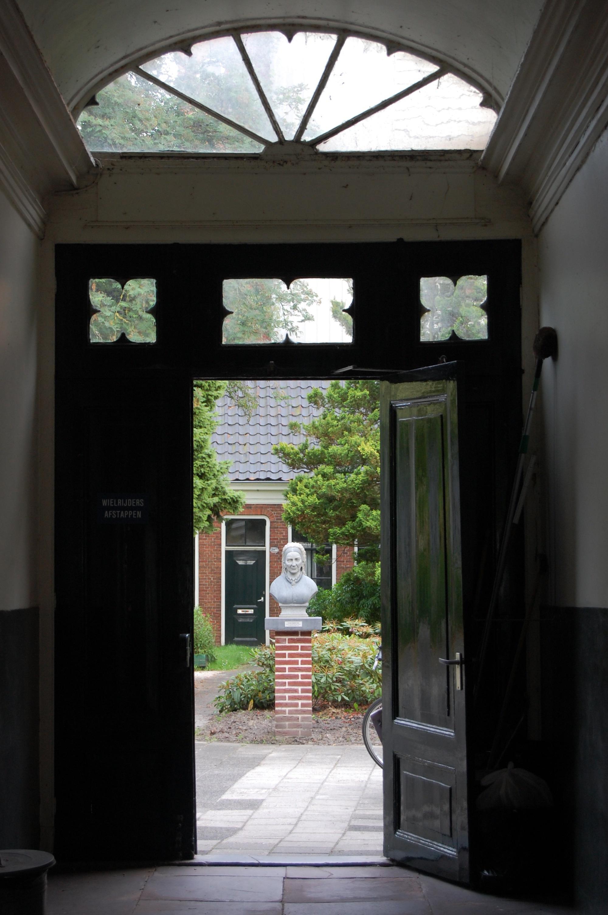Pieternellagsthuis poort