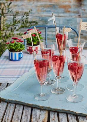 Liz_Earle_June2533_Gin_cocktail.jpg