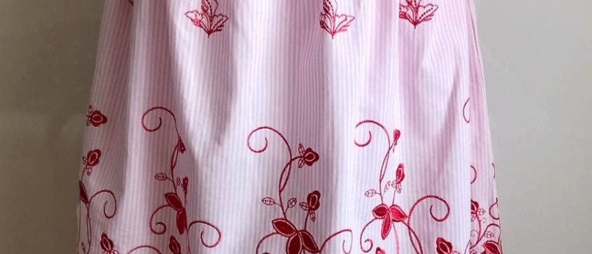 Sukně s vyšívanou bordurou červená